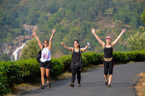 Yoga Retreat in India Enjoyoing a walk in the beatiful Munnar